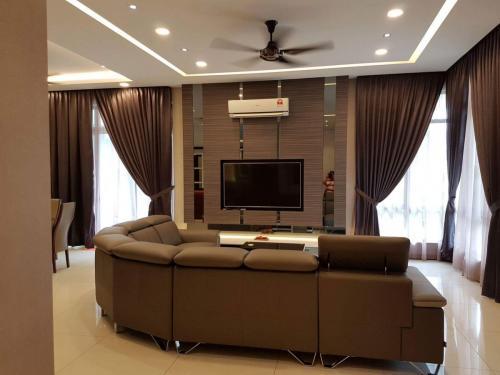 RT Furniture & Renovation - Tv Cabinet 027