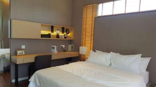 RT Furniture & Renovation - Bed Design 032