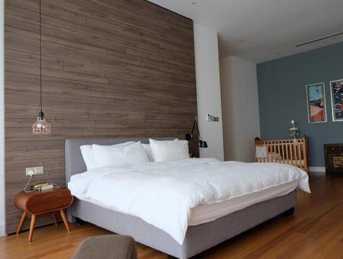 RT Furniture & Renovation - Bed Design 010