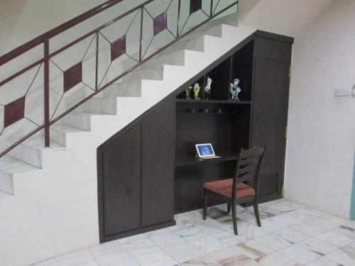 RT Furniture & Renovation - Staircase Cabinet 010