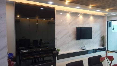 RT Furniture & Renovation - Tv Cabinet 001