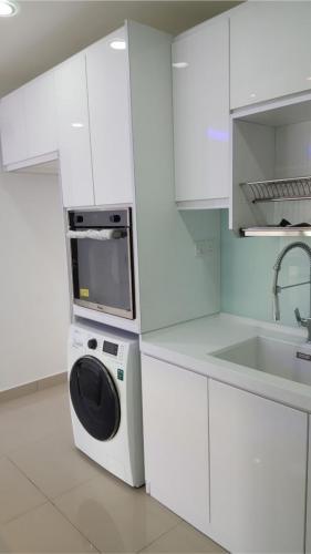 RT Furniture & Renovation - Kitchen Cabinet 008