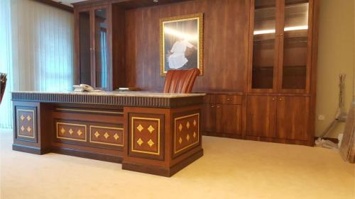 RT Furniture & Renovation - Office 042