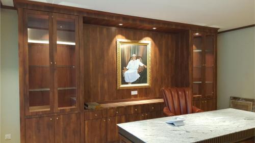 RT Furniture & Renovation - Office 041