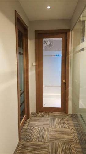 RT Furniture & Renovation - Office 036