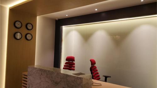 RT Furniture & Renovation - Office 033