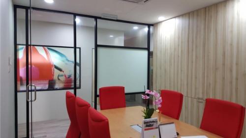 RT Furniture & Renovation - Office 008