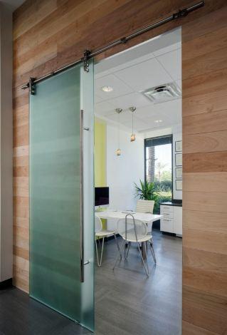 RT Furniture & Renovation - Office 016