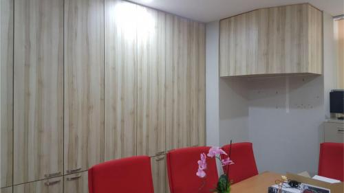 RT Furniture & Renovation - Office 005