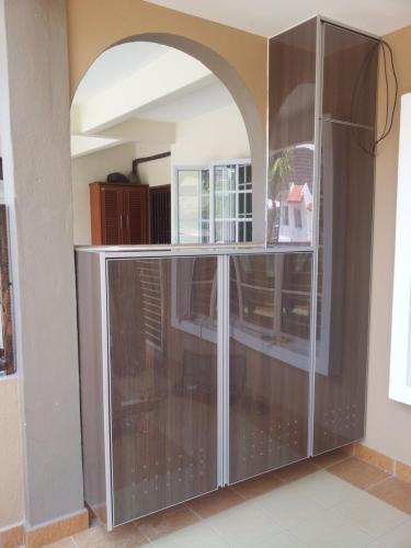 RT Furniture & Renovation - Shoe Rack 008
